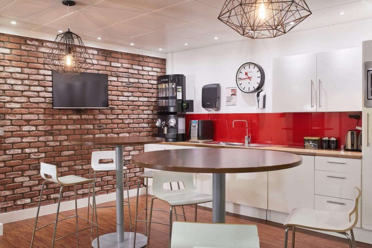 Incspaces. The serviced office property at 107 Leadenhall Street offers a fully equipped kitchen with tea, coffee and fruit for office occupiers to enjoy all included in the rent.