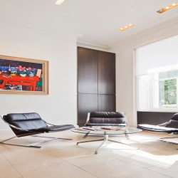 Reception waiting area for tenants that occupy private offices in Manchester Square.