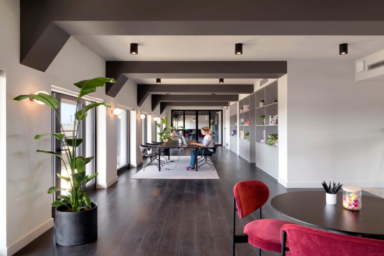 TOG - Tintagel House offers different workspaces throughout the building including hot desking and co-working areas for teams of up to 4 people.