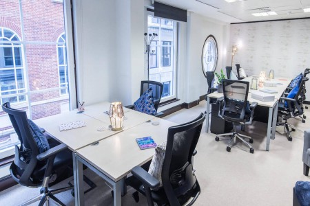 Private serviced office space in Birchin Court, minutes walk from Bank Station offering small to medium businesses flexible workspace on flexible terms.