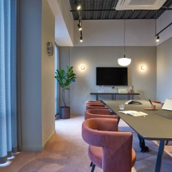 The Office Group provide contemporary, full furnished, meeting room facilities and serviced offices in One Canada Sq offering businesses flexible workspace that suits all sized requirements.