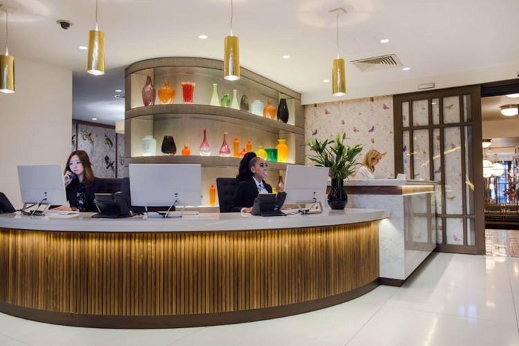 The Kensington Pavilion serviced office building reception to greet members entering the building