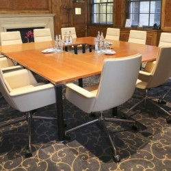 London Executive Offices provide stunning meeting room facilities at their 148 Leadenhall St building.
