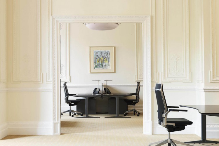 Stunning office space in Pont Street for rent at this serviced office property located in London's exclusive Knightsbridge.