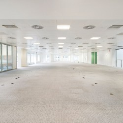 Private office floor at City Place House for companies with 100 staff.