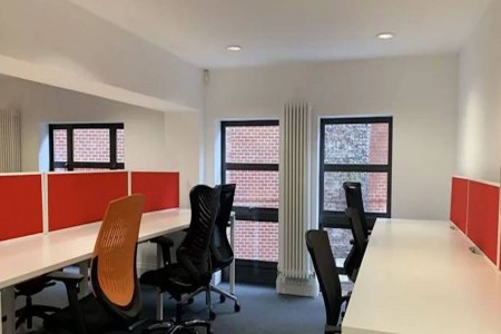 Flexible office space at Surrey Row managed building.