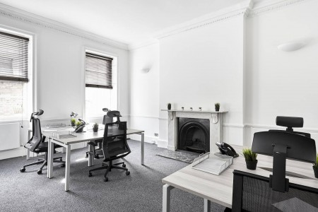 8 Percy Street offers private serviced offices that are spread over the lower ground, ground and three upper floors benefiting from some wonderful period features of that architectural era.