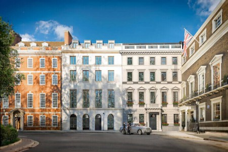 Serviced office provider Ocubis provides 16,000 sq ft of luxury Grade A serviced office space to rent in St James's Square.