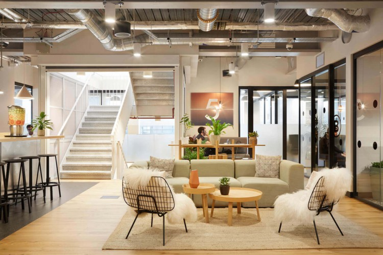 Wework 15 Bishopsgate, provides beautiful workspace with ample breakout areas for office tenants to utilise.