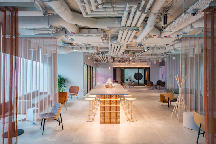 Storey - the flexible workspace provider offers office space to rent in Paddington on Kingdom Street. The building boasts ample breakout areas and quiet zones for employees to work or relax outside of their office space.
