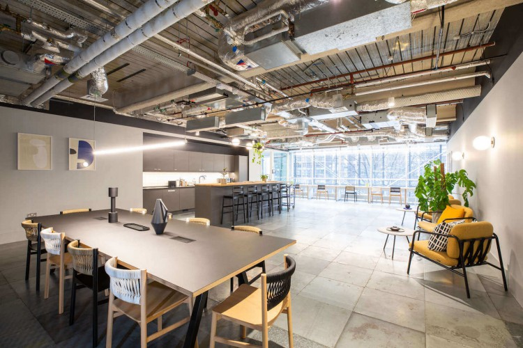 Contemporary breakout space at 3FA Broadgate offering self-contained managed offices to businesses with 30 plus employees.
