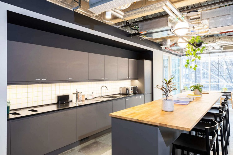 Contemporary & comfortable breakout space in Storey's 3FA serviced office building in Broadgate.