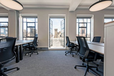 Flexible managed office space in Wells Street, Fitzrovia for businesses of more than 30 employees to rent on flexible terms with the ability to customise their own workspace.