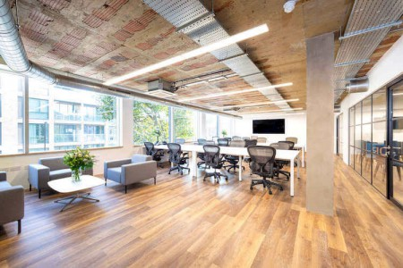 Private, fully furnished office space in Marshalsea Road, Borough for businesses who need flexible office space of any size from 10 to 100 desks.