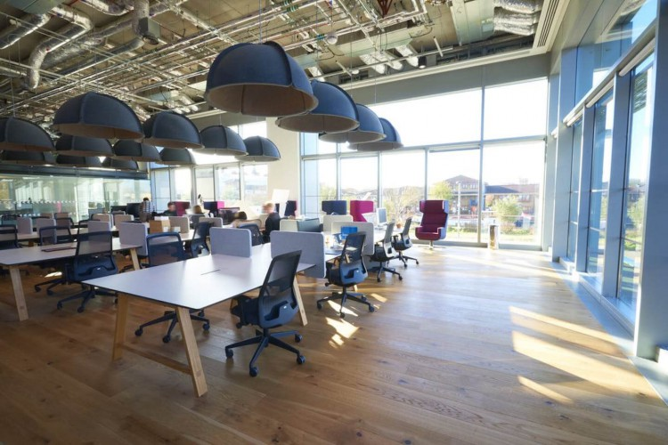 Open-plan office space in East Bay Lane, Stratford, offers occupiers private serviced offices of all sizes to rent. The flexible workspace is ideal for tech startups and companies looking to scale.