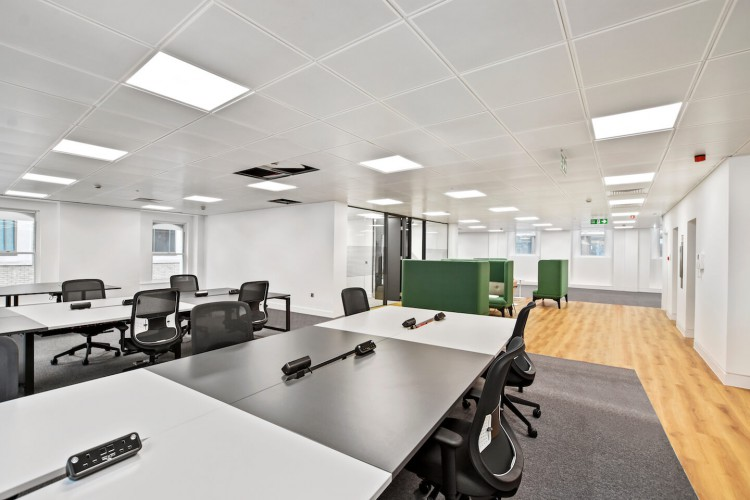 Open-plan customisable office space at Cannongate House for businesses who require to accommodate 50 plus staff just a few minutes from both the popular Cannon Street Station and Mansion House station.