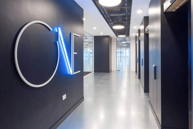 Impressive building entrance to welcome clients and tenants to this Flexible Office Space in Alie Street, Aldgate, London. Offering SME's and Corporates customisable office space.