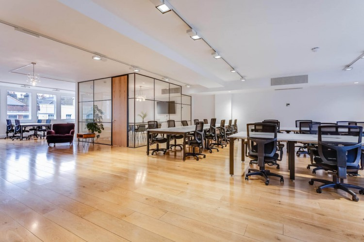 This newly refurbished self-contained office on Lime Street is situated in the heart of London's insurance district for businesses to rent on flexible terms.