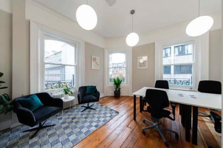 Front facing private serviced office with ample natural light that can accommodate teams of 4 to 60 people at 30 Binney Street, Mayfair for businesses to rent on flexible terms.