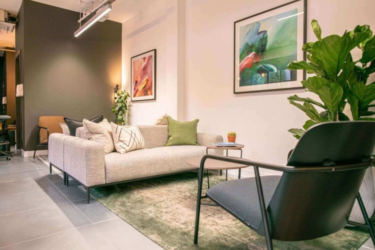 Huguenot Place boasts a Clubhouse & Break-out areas, surrounded by a serene oasis of calm for the office occupiers to use away from their private office. The space boasts an exclusive courtyard with its own facilities.