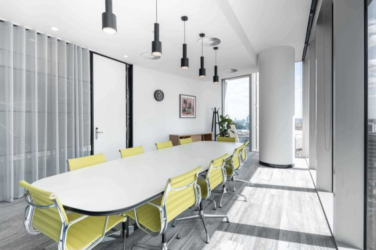 100 Bishopsgate features a selection of high-quality workspaces to let, including serviced and managed offices, meeting rooms and co-working areas.